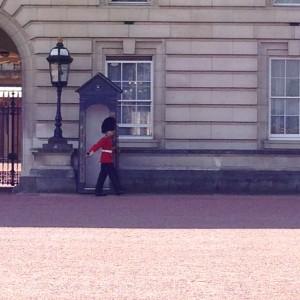 Ein harter Job: Wachmann vor dem Palace